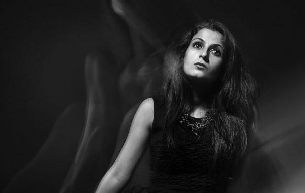 La danse de l'âme – portrait avec lumière mixte.